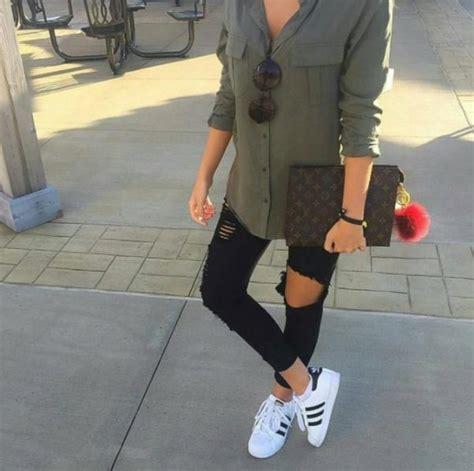 10 Outfits que prueban que puedes usar unos Adidas con lo que sea