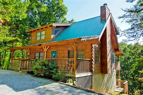gatlinburg cabin rentals the hideout 3 bedroom cabin rental in sevierville tn