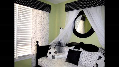 Bedroom Decorating Ideas With Black And White by Fascinating Black And White Bedroom Decorating Ideas