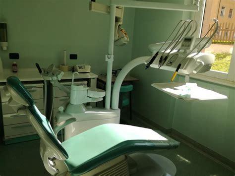 assistente alla poltrona requisiti al via il corso per assistente odontoiatrico