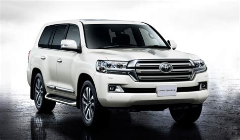 facelifted toyota land cruiser  unveiled  japan