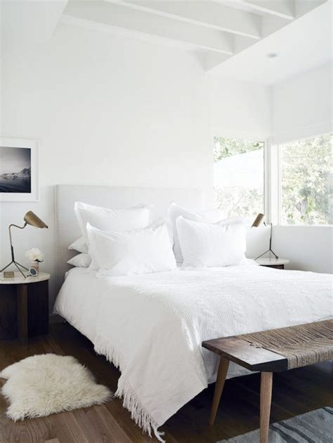 Design Ideas For A White Bedroom by 25 Best Ideas About White Bedding On Fluffy