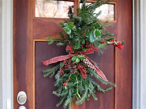 Cheap and Easy Holiday Door Decor   DIY Network Blog: Made