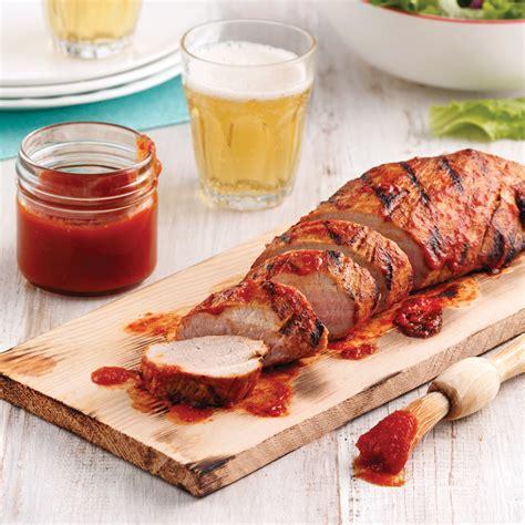 cuisine porc filet de porc sur planche de cèdre avec ze sauce