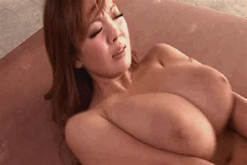 Game Vids Japanese Giant And Youthful Babe Simran Sultry Tight Bathing