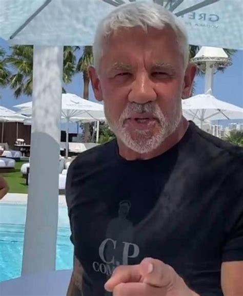 Wayne Lineker slammed for shoving swimsuit-clad women into ...