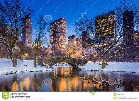 gapstow bro i vinter central park fotografering f 246 r