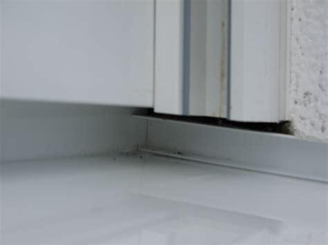 Wasser Im Fensterrahmen by Abdichtung Unter Der F 252 Hrung Der Rolladen Fehlt