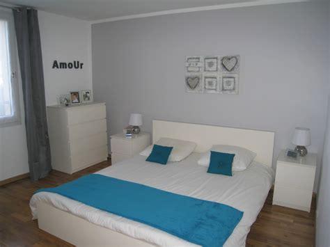 chambre bleu adulte notre chambre avec un mur gris et linge de lit bleu canard