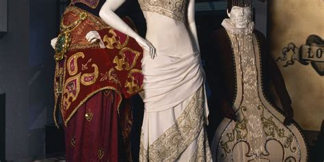 hindi wedding costume    moulin rouge maas