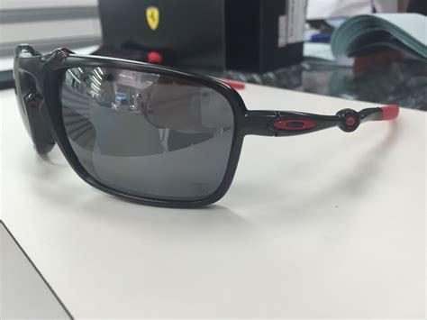Oakley badman ferrari polarizadas nuevas ultima que me queda precio fijo. Oculos Oakley Ferrari Badman Polarizado Oo6020-07 Dark Carbo - R$ 1.299,99 em Mercado Livre