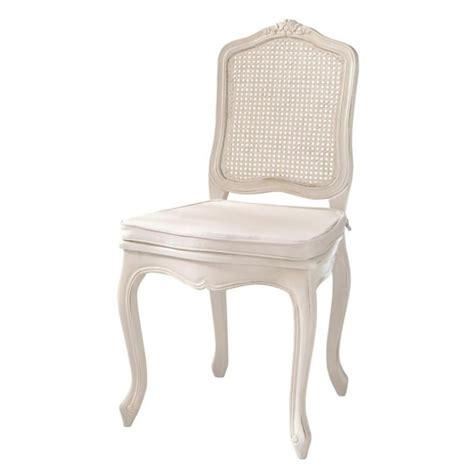 chaise en pin chaise cannée en pin ivoire gustavia maisons du monde