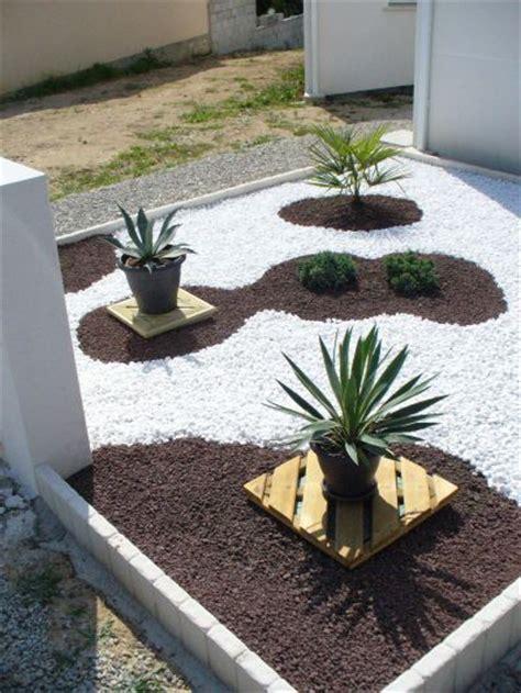 parterre avec cailloux budget tout compris bordures b 226 che de paillage plantes pouzolane
