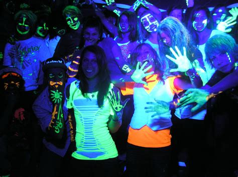 black light glow party blacklight party tips kids glow parties