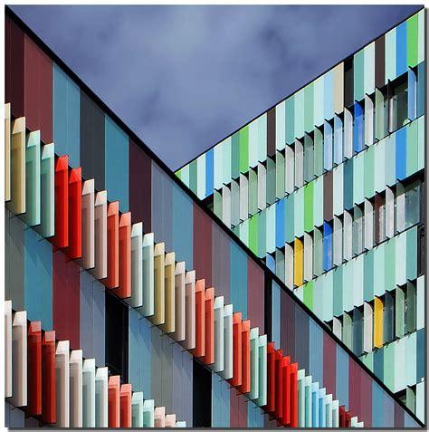 harlequin building walking  milan  difo natur flickr