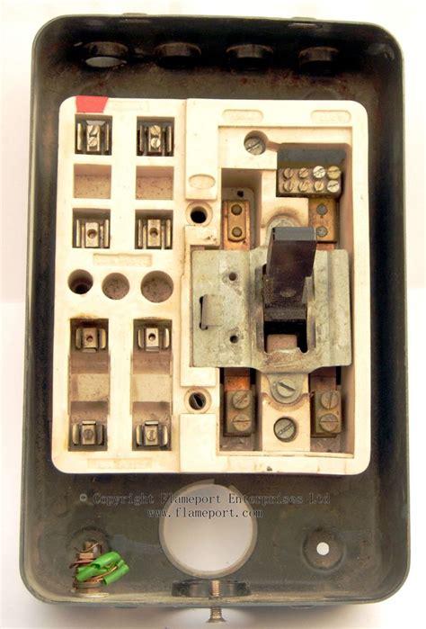 mem   enclosed grey metal fuse box