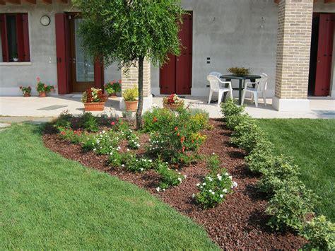 giardini con aiuole progetto giardino privato con aiuole a riese pio x verde