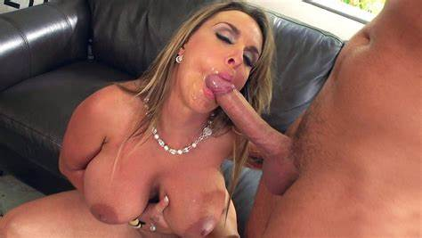 Now Giving Some Nice Pole Muffdiving Married Mommy Holly Halston Eating That Bbc