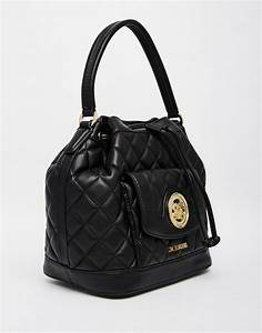 Love Moschino Beuteltasche : love moschino love moschino quilted bucket bag in black ~ A.2002-acura-tl-radio.info Haus und Dekorationen