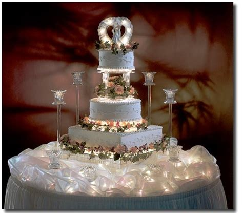 wedding cake love the lights under the table cloth