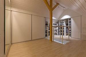 Einbauschrank Unter Dachschräge : eckverbau als doppelt tiefer kleiderschrank unter dem dachgiebel auf zu ~ Sanjose-hotels-ca.com Haus und Dekorationen