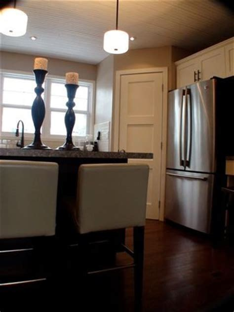 Does the pantry door and refrigerator door interfere with
