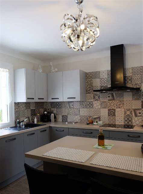credence cuisine en carreaux de ciment carreaux de ciment habillez le sol les murs et la
