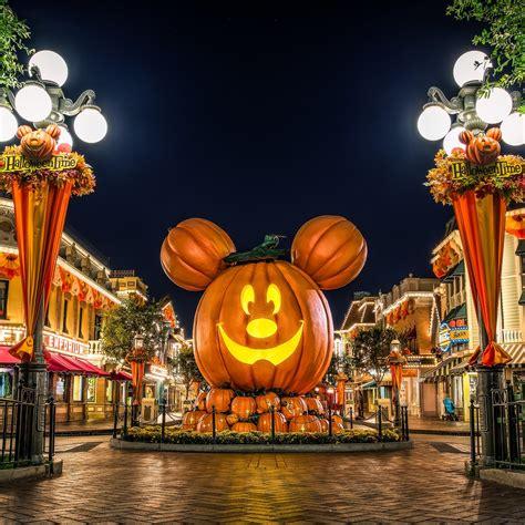 Disney Halloween Backgrounds ·①