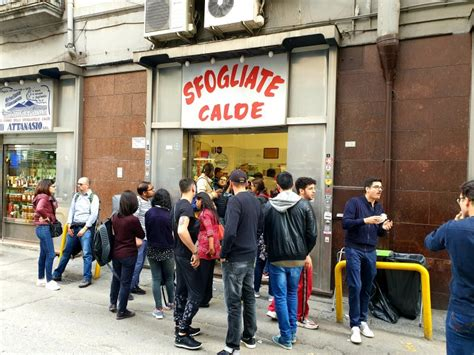 The many different sfogliatelle today. Sfogliatelle Calde Attanasio a Napoli: recensione | Dissapore