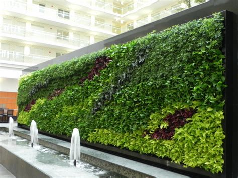 Gorgeous Green Wall 3,840 Living Plants Comprise Chicago
