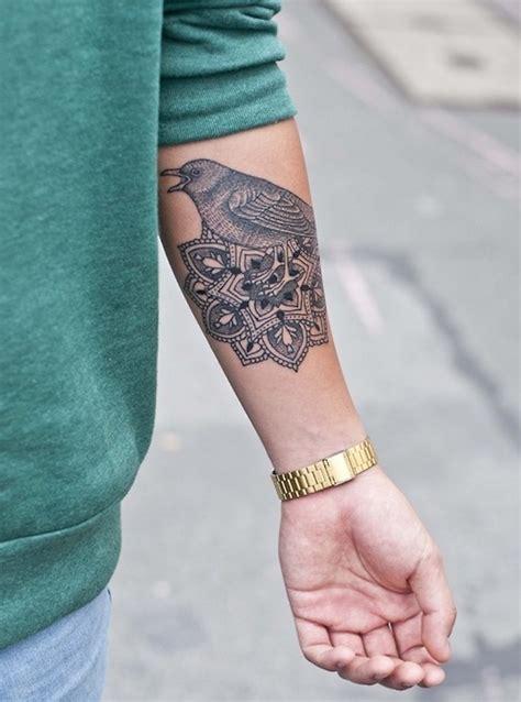 idees tatouage sur lavant bras tel une carte de