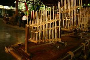 File:Angklung (2315119130).jpg - Wikimedia Commons