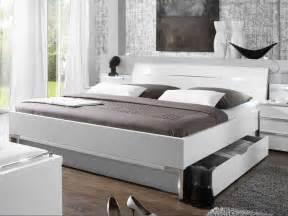 schlafzimmer bett 200x200 doppelbetten 200x200 mit bettkasten und bettbeine aus metall verchromt betten 200x200 ikea