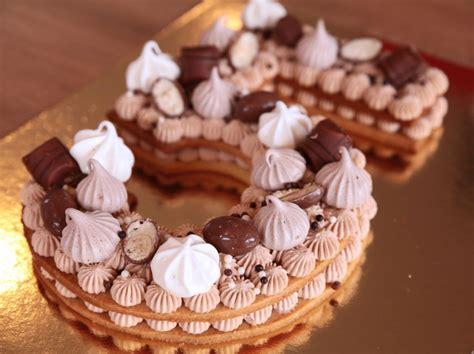 Préchauffez votre four à 200°c. Number Cake, chocolat Tanariva & Kinder en 2020 | Gâteaux aux numéros, Gâteau ultra moelleux ...