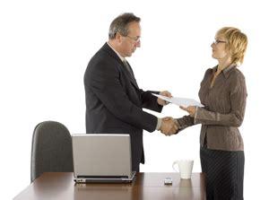 lideranca transacional como  estrutura leva aos