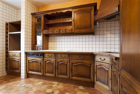peindre ses meubles de cuisine repeindre meuble vernis comment peindre meuble
