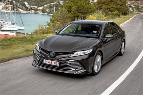 toyota camry saloon  review guess whos  car
