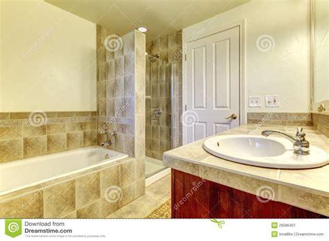 bagno con doccia e vasca bagno con doccia e vasca con come arredare il bagno con la