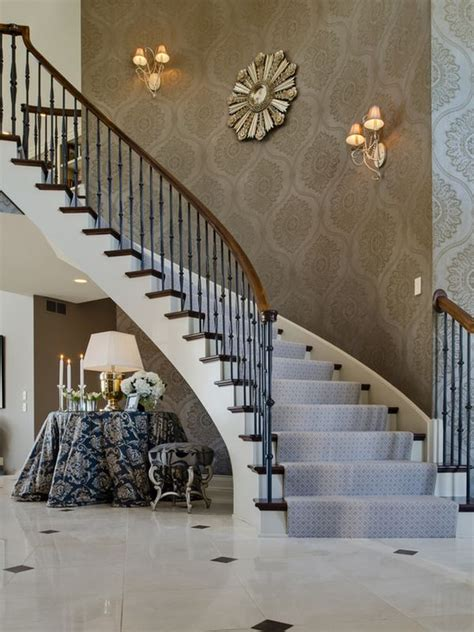 Treppenaufgang Tapezieren Ideen by Tips For Utilizing A Stairway Wall Wall Paper Design