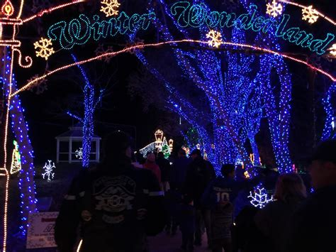 holiday lights at calm and tony s pizza bakersfield