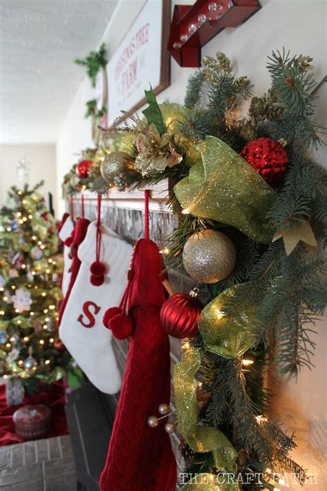 the craft patch christmas mantel