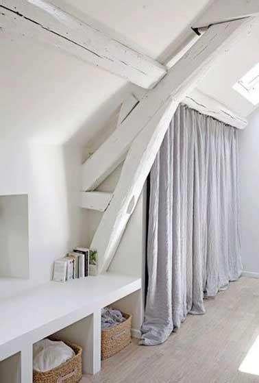 chambre en sous pente dressing sous pente en carreaux de plâtre dans chambre