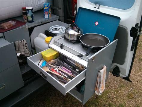 amenagement cuisine exterieure tiroir à couverts cuisine trafic aménagé fourgon