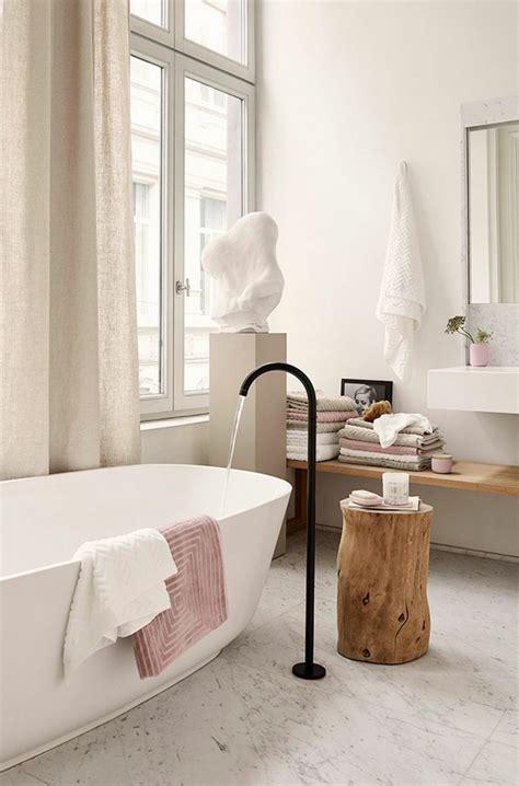 Freistehende Badewanne Die Moderne Badeinrichtungfreistehende Badewanne Aus Marmor by Badezimmer Armaturen In Schwarz Stilvolle Und Moderne