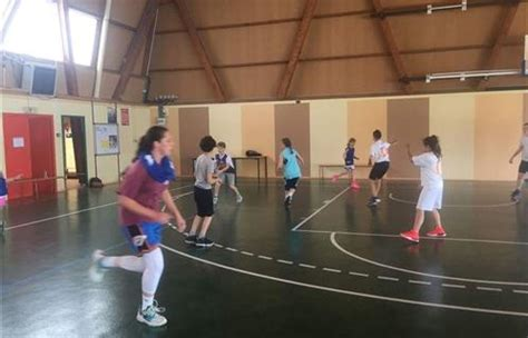 six fours vacances de p 226 ques le basket club organise des animations entre chocolats et sports