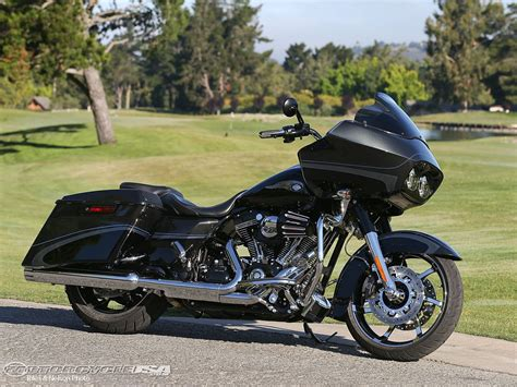 Harley Davidson Road Glide Image by 2013 Harley Davidson Cvo Road Glide Custom Picture 5 Of 17
