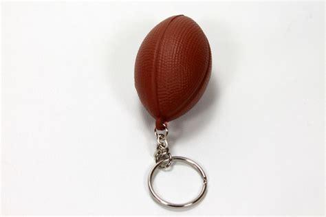 ballon de rugby en porte cl 233