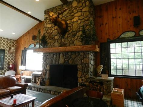 fireplace in lobby picture of green granite inn