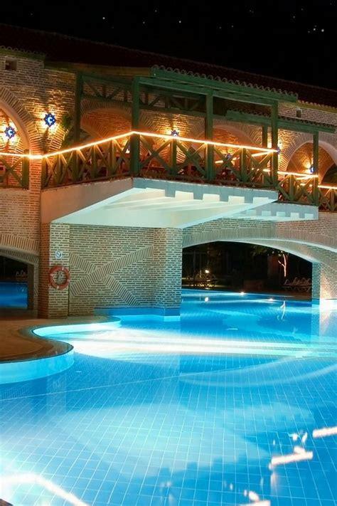swimming pools pics amazing swimming pools 20 pics