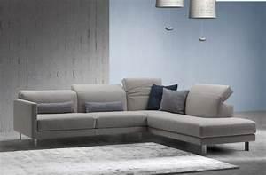 Sofa Mit Holzrahmen : sofa mit manuellem mechanismus zum einstellen der r ckenlehne idfdesign ~ Frokenaadalensverden.com Haus und Dekorationen